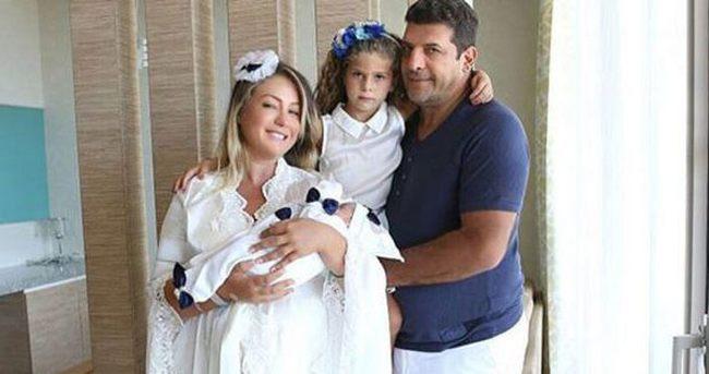 Yeliz Yeşilmen ve eşi Ali Uğur Akbaş'tan aile pozu