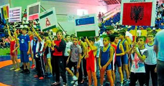 Balıkesir'de güreş turnuvası başladı
