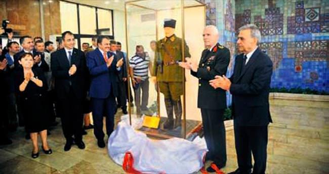 Büyükerşen'den İzmir'e heykel jesti
