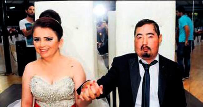 Gönlünün prensesiyle evlendi