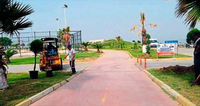 İskenderun'da sahil yolu ağaçlandırılıyor
