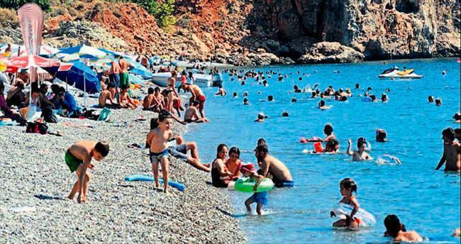 Antalya'nın sıcağı Eylül dinlemiyor