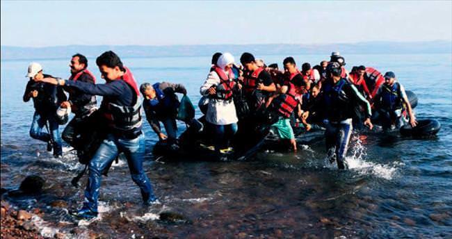 Tekne alabora oldu, 34 göçmen boğuldu