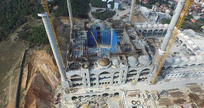 Çamlıca Camisi'nin kubbesi yapılıyor