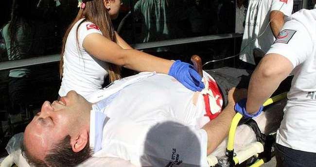 Karnına sapladığı bıçakla hastaneye getirildi