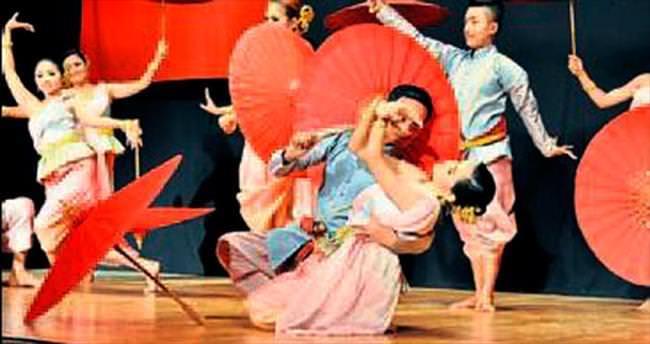 Taylandlı gençlerin dansı çok beğenildi