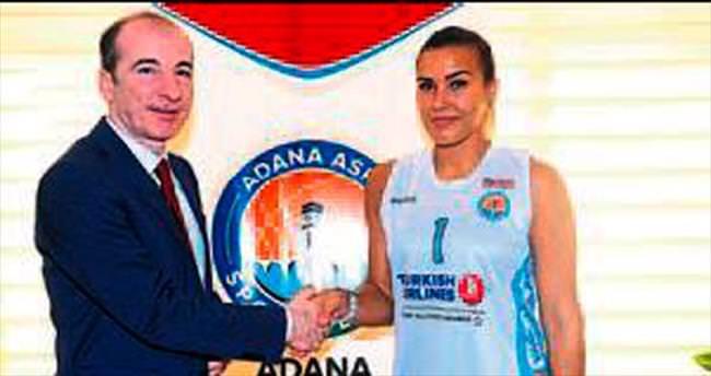 Kamile Nacickaite resmi imzayı attı