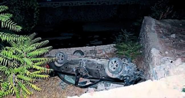 Otomobil devrildi sürücü yaralandı