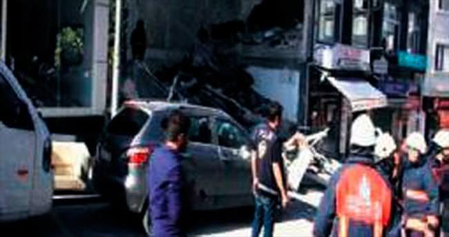 4 katlı bina çöktü: 1 ölü