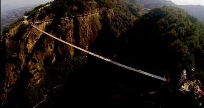 Dünyanın en uzun cam asma köprüsü