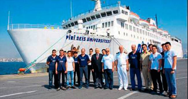 Piri Reis, İzmir Limanı'na geldi