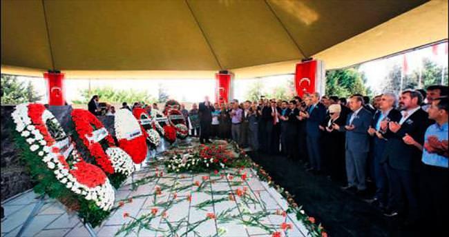 Menderes'in omuzundaki yük bugün Erdoğan'da