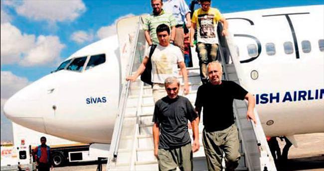 Serbest bırakılan 2 işçi Türkiye'de