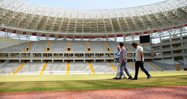 Antalyaspor'un yeni stadında zemin şoku