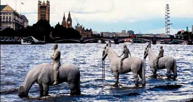 Thames Nehri'nde festival var