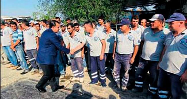 Menderes'te belediye personeli bayramlaştı