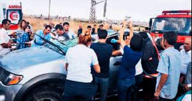 Kamyonet takla attı 5 kişi yaralandı