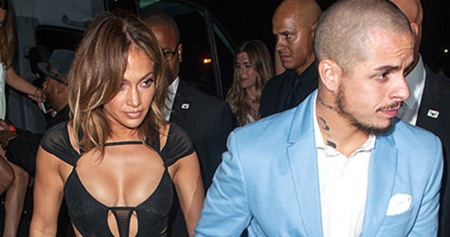 Jennifer Lopez transparanlığı abarttı!