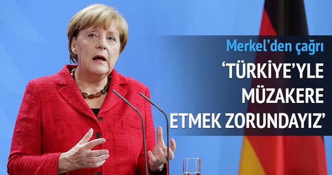 Merkel: Türkiye ile müzakere etmek zorundayız