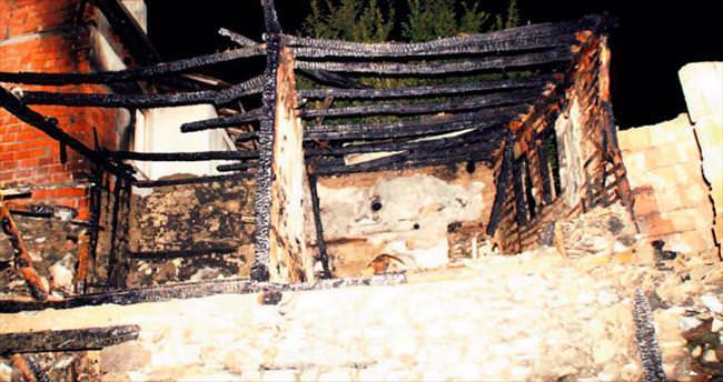 Beypazarı'nda çıkan yangında 3 ev yandı