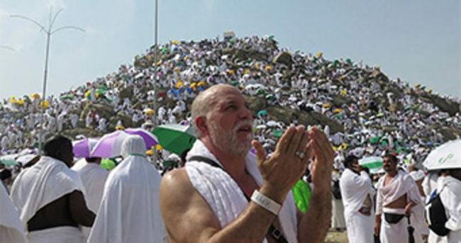 Hacı adayları Arafat Dağı'na çıktı