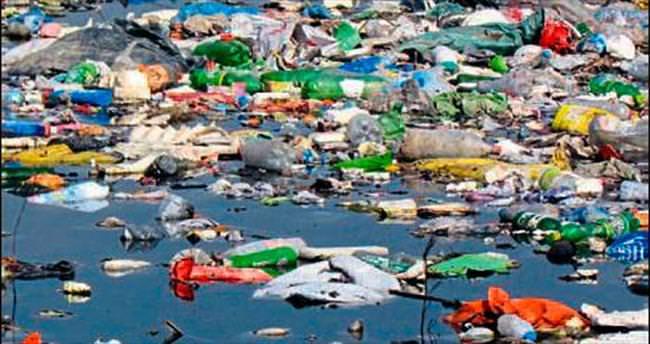 Binlerce ton çöp denize gitti