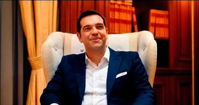 Başbakan Davutoğlu Çipras'ı kutladı
