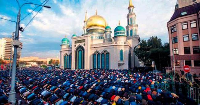 Merkez Camisi'nde ilk namaz kılındı