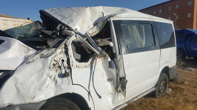 Sivas'ta Trafik Kazası: 1 Ölü, 7 Yaralı
