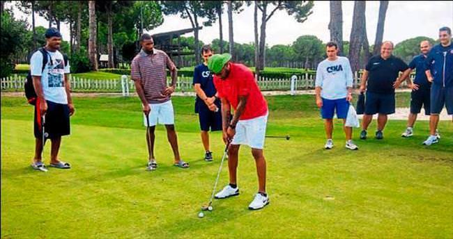 Basketçilerin golf keyfi