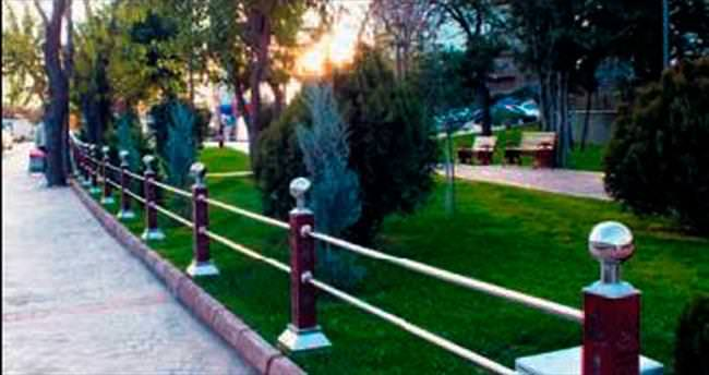 Parklara estetik çitler