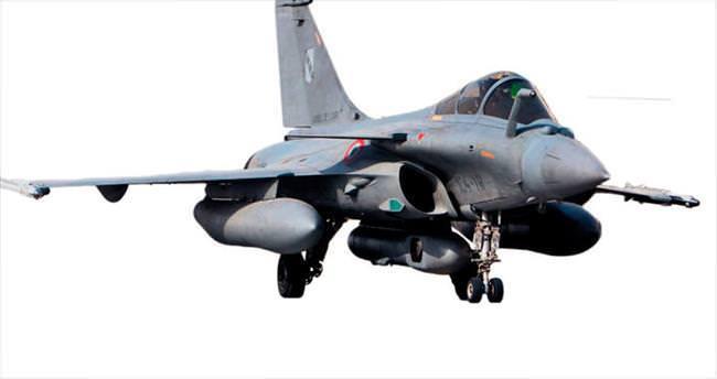 Fransa ilk kez Suriye'deki DAEŞ hedeflerini vurdu