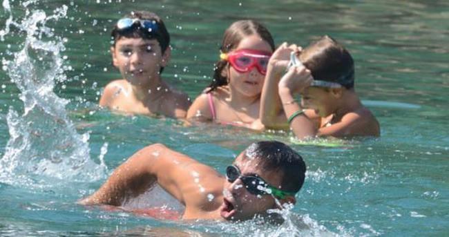 Mustafa Sandal'dan suya atlama dersi