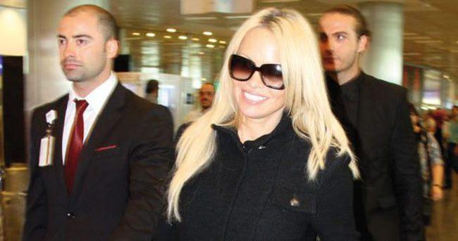 Pamela Anderson'a trafik cezası