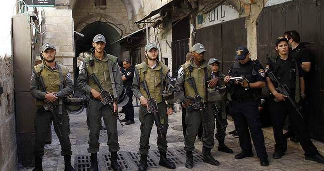 İsrail polisi Mescid-i Aksa'nın çatısına çıktı