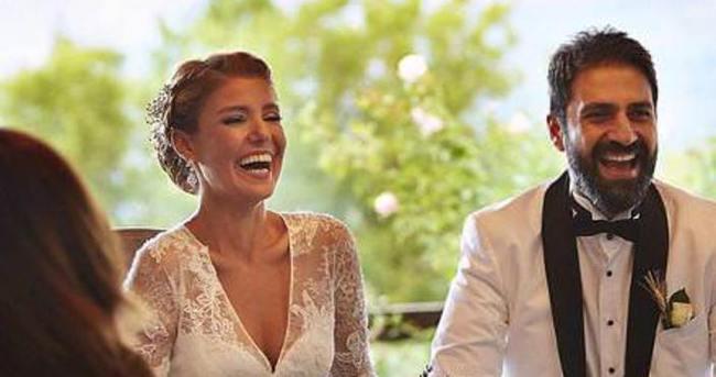Evliliklerinin birinci yılını kutladılar