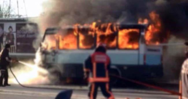 Adıyaman'da park halindeki minibüs yandı