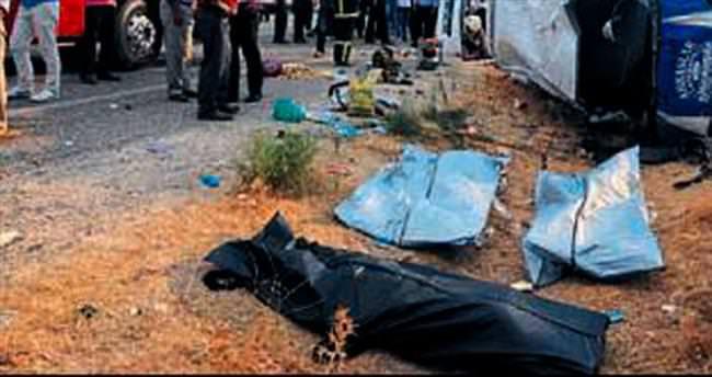 Düğün yolunda kaza: 5 ölü 3 yaralı