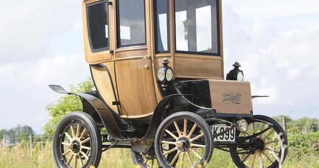 110 yaşındaki elektrikli otomobil satıldı!