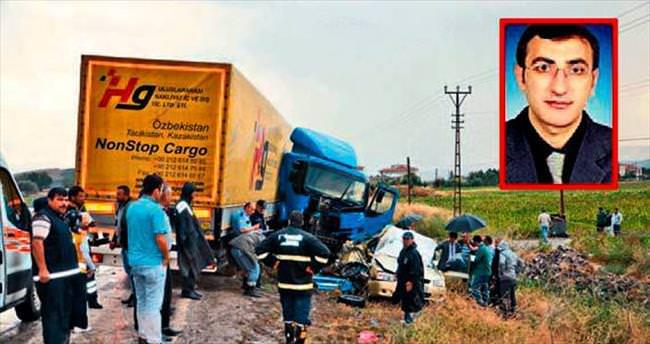 Otomobil TIR'la çarpıştı, bir aile yok oldu: 4 ölü