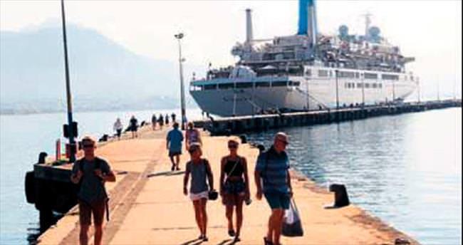 Alanya'ya gemi ile bin 225 turist geldi
