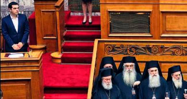 Yunan Meclisi dualarla açıldı