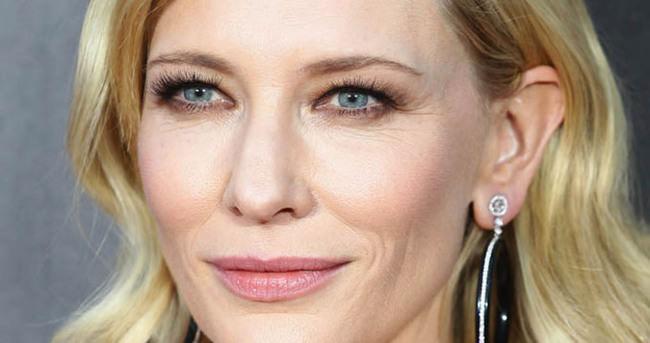 Cate Blanchett bebeğiyle görüntülendi