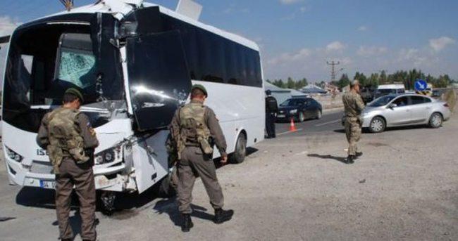 Ağrı'da askeri araç kamyona çarptı: 11 yaralı!