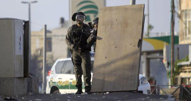 İsrail askerleri Filistinlilerin üzerine ateş açtı!
