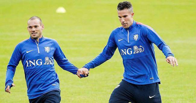 Van Persie ve Sneijder el ele
