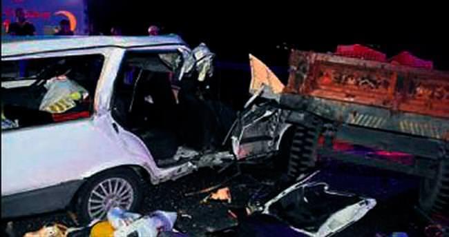 Traktör ile otomobil çarpıştı: 1 ölü 7 yaralı