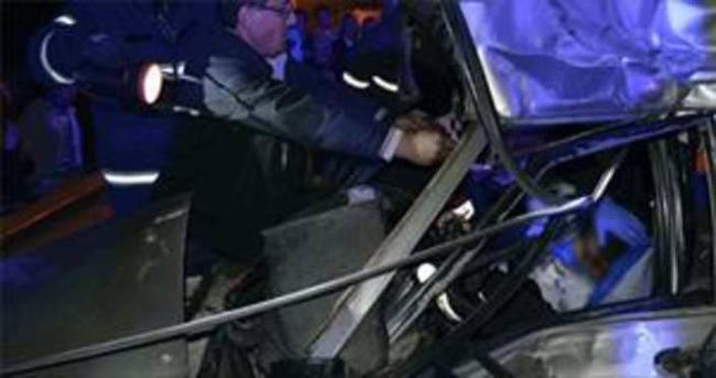 Otomobil TIR'ın altına girdi: 2 ölü