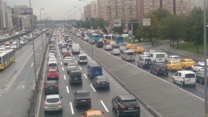İstanbul'da Yağmur Trafiği De Beraberinde Getirdi