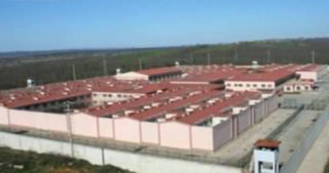 Ekmek ve üzümden alkol üreten mahkumlar hastanelik oldu